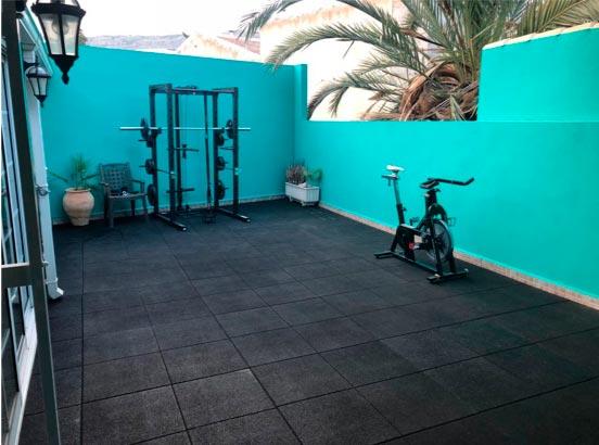 Suelo para gimnasio en casa de varios colores y modelos - Suelo gimnasio ...