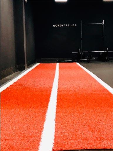 césped artificial en gimnasios y pavimentos deportivos