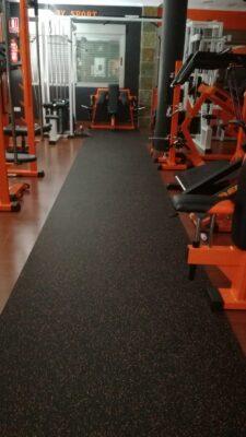 suelo de caucho sport zone negro y naranja