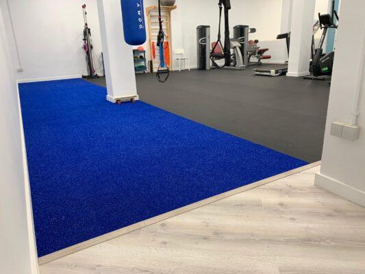 cesped multisport azul y pavimento de gimnasio sport dark de 6 mm