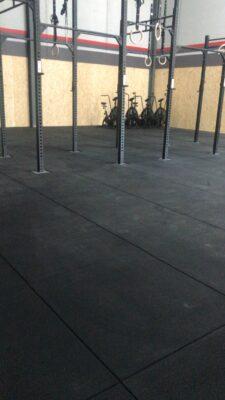 loseta de caucho negra de alta densidad de 100 x 100 x 2 cm