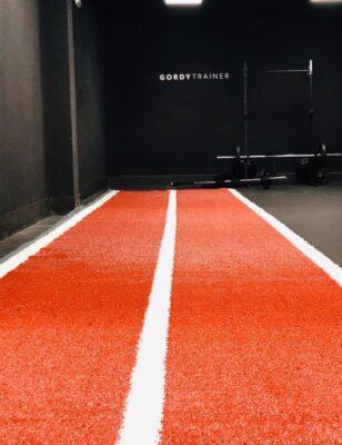 Césped artificial para pista de arrastre de 2x10 m color teja