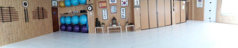 Lona de PVC color blanco de 680 gr recubriendo tatamis