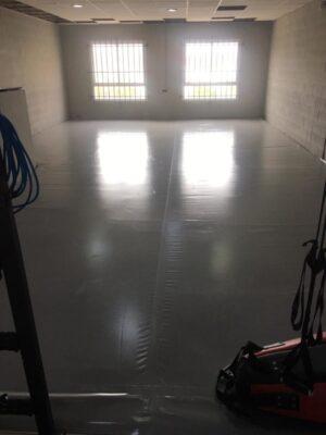 Lona de PVC gris sobre planchas de aglomerado de poliuretano de 100x100x4 cm