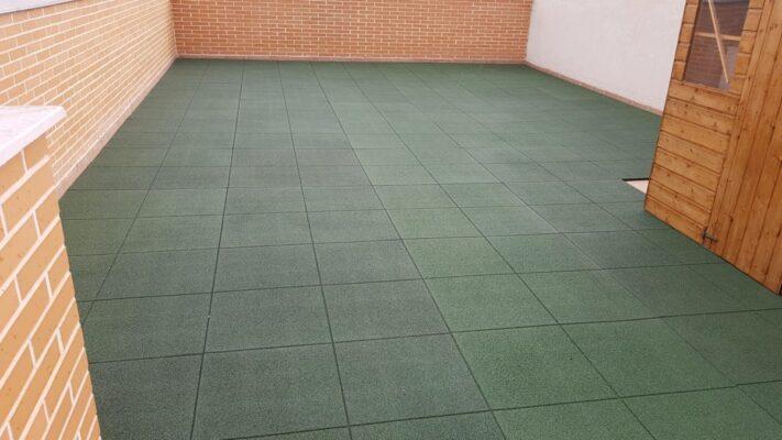 Loseta de caucho infantil verde de 100x100x2 cm