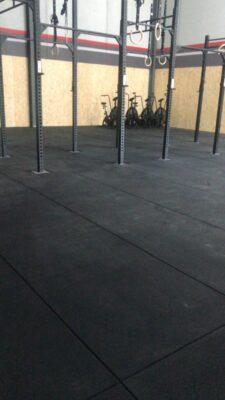 Loseta de caucho negra de alta densidad de 100x100x2 cm