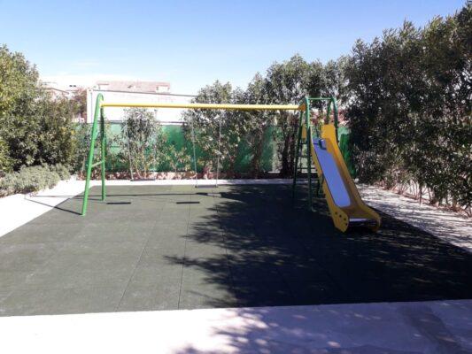 Losetas de caucho para parques infantiles de 100x100x4 cm color negro