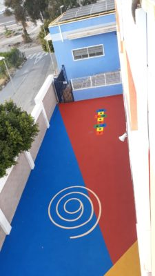 Pavimento de caucho in situ o continuo en colegio