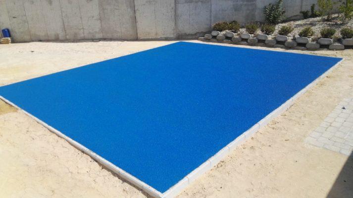 Suelo de caucho continuo azul para parque infantil